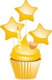 Gelber Geburtstagkleiner kuchen Stockbild