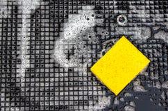 Gelber Haushaltsschwamm lizenzfreie stockfotografie