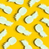 Gelber Hintergrund mit Bild der reifen Ananas Stockbild