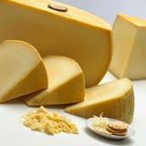 Gelber Käse stockbilder