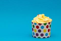 Gelber köstlicher kleiner Kuchen Lizenzfreie Stockfotografie