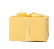 Gelber Kasten getrennt Stockbild