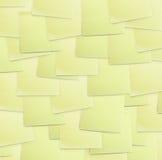 Gelber klebriger Papierhintergrund Lizenzfreies Stockfoto