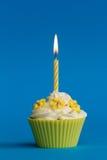Gelber kleiner Kuchen Lizenzfreies Stockbild