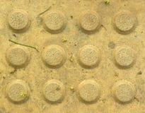 Gelber konkreter Bodenhintergrund der Farbkreise Stockfotografie