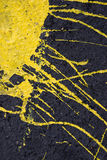 Gelber Lack auf der Wand Stockfotos