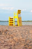 Gelber Leibwächter-Stuhl Stockfotos