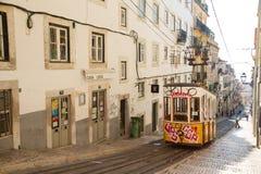 Gelber Lissabon-Förderwagen Stockfotos