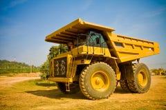 Gelber LKW stockfoto