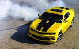 Gelber LuxusSportwagen Lizenzfreie Stockbilder
