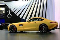 Gelber Mercedes Benz-Sportwagen Lizenzfreie Stockfotografie