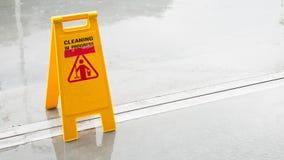 Gelber nasser Boden in der Regenjahreszeit Stockfoto