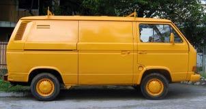 Gelber Packwagen Stockfoto