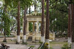 Gelber Pavillon in Parque Vargas, Stadt-Park in Puerto Limon, Costa Rica lizenzfreie stockfotos