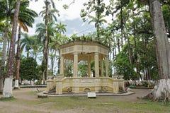 Gelber Pavillon in Parque Vargas, Stadt-Park in Puerto Limon, Costa Rica stockfoto