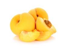 Gelber Pfirsich lokalisiert auf dem weißen Hintergrund Stockbilder