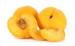 Gelber Pfirsich lokalisiert auf dem weißen Hintergrund Stockfotos