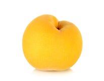 Gelber Pfirsich lokalisiert auf dem weißen Hintergrund Lizenzfreies Stockfoto