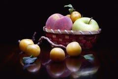 Gelber Pflaume Pfirsichapfel Stockbilder