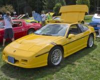 Gelber Pontiac Fiero Stockbild