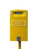 Gelber Postbox lokalisiert auf dem weißen Hintergrund Lizenzfreie Stockfotos