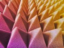 Gelber purpurroter piramide Hintergrund Stockbild