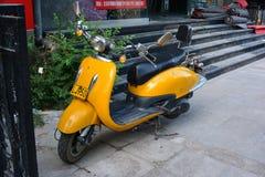 Gelber Roller stockbilder