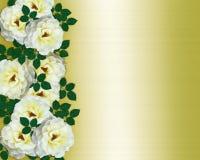 Gelber Satin der weißen Rosen der Hochzeitseinladung Lizenzfreie Stockfotografie