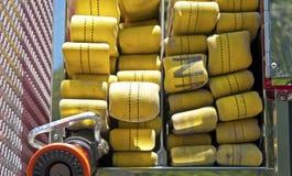 Gelber Schlauch auf einem Firetruck Lizenzfreie Stockfotos