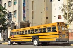 Gelber Schulbus in Havana Lizenzfreie Stockbilder
