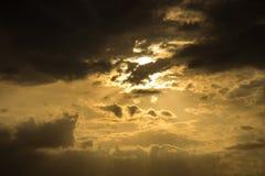 Gelber Sonnenuntergang Stockfotografie
