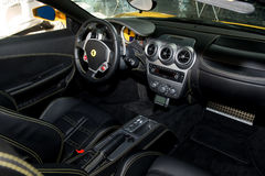 Gelber Spinnen-Innenraum Ferraris F430 Lizenzfreie Stockfotos