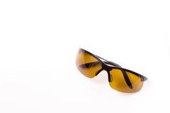 Gelber Sport polarisierte Sonnenbrille Stockfotografie