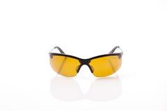 Gelber Sport polarisierte Sonnenbrille Stockfotos