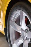 Gelber Sportwagen Stockbilder
