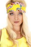 Gelber Stirnbandabschluß der Frau ernst Lizenzfreies Stockbild