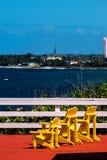 Gelber Strand Adirondack-Stuhl Lizenzfreie Stockfotos