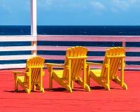 Gelber Strand Adirondack-Stuhl Lizenzfreies Stockfoto