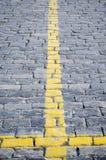 Gelber Streifen in Form eines Kreuzes Stockfotografie