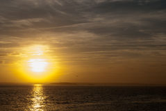 Gelber und blauer Sonnenuntergang zwei stockfotos