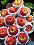 Gelber und roter Apfel für gesundes Lizenzfreies Stockbild