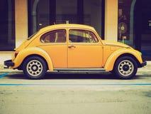 Gelber Volkswagen-Käfer Lizenzfreie Stockfotografie