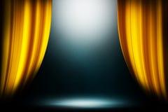 Gelber Vorhangscheinwerferstadiumsstudio-Unterhaltungshintergrund, gelber Vorhanghintergrund stockfoto