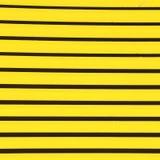 gelbes abstraktes Metall in englan London-Geländer Stahl und backgr Lizenzfreie Stockfotografie