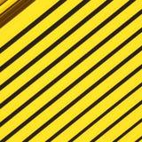 gelbes abstraktes Metall in englan London-Geländer Stahl und backgr Lizenzfreie Stockbilder