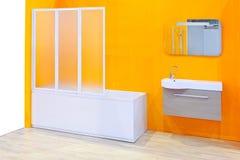 Gelbes Badezimmer stockfoto