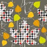 gelbes Blatt auf Baumhintergrund Nahtloses Vektormuster mit weißer Birke und Ahornblättern Stockfoto