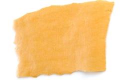 Gelbes Blatt Papier auf einem weißen Hintergrund Stockfotografie