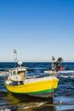 Gelbes Boot auf dem Meer Lizenzfreie Stockbilder