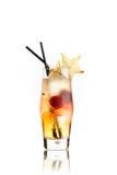 Gelbes Cocktail auf Weiß Lizenzfreie Stockfotos